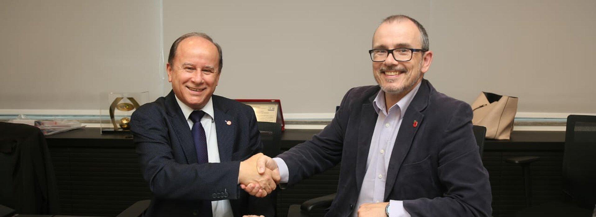 Reitor do Mackenzie cumprimenta CEO da universidade de Coventry