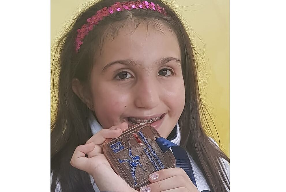 Manuela segura medalha