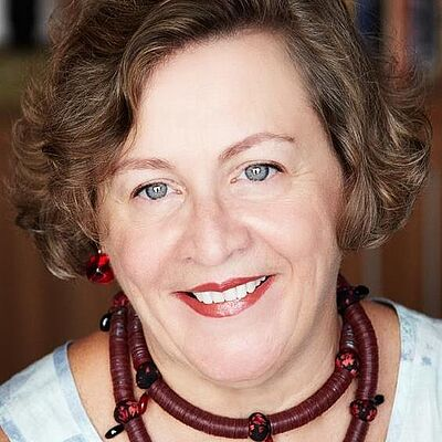Profa. Dra. Denise Antonucci