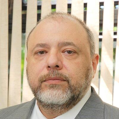 Prof. Dr. Valter Luis Caldana Junior