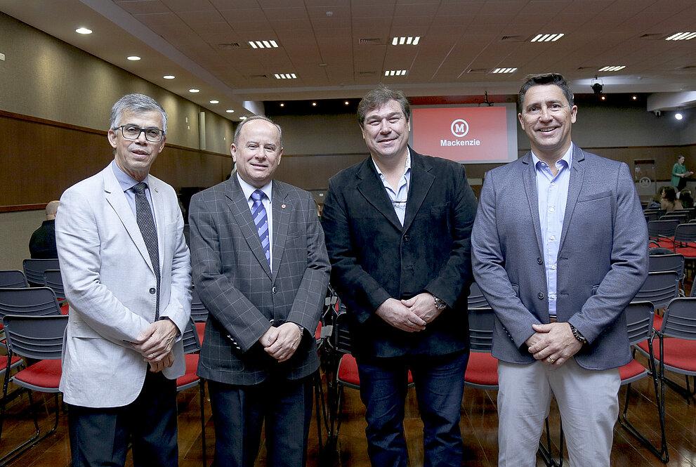 Da esquerda para direita: José Inácio Ramos, Benedito Guimarães Aguiar Neto, Aur´lio Miguel e Luciano Cabral.