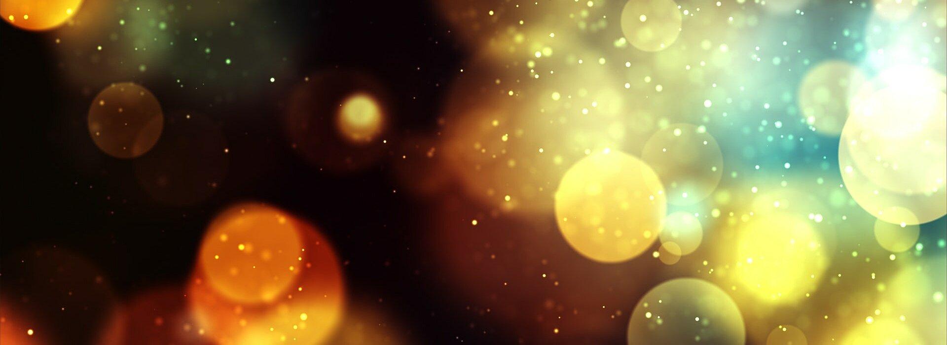 a imagem traz luzes desfocadas em várias cores