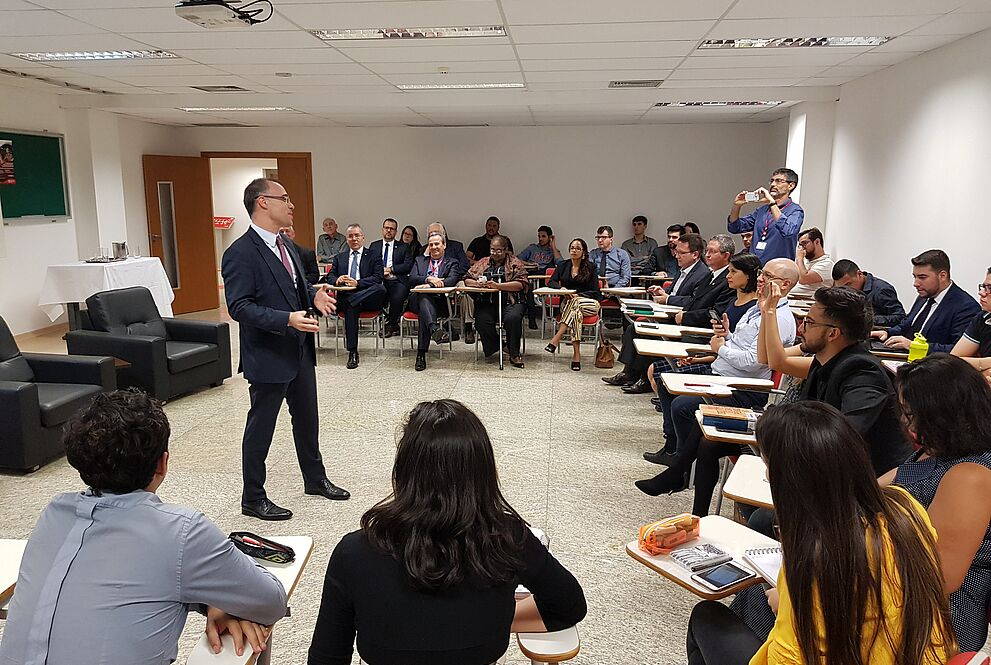 André Mendonça se apresenta para sala lotada no Mackenzie Brasília