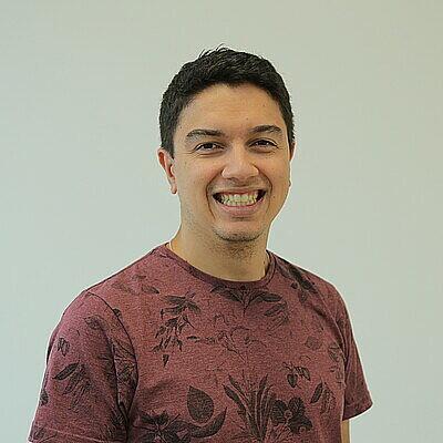 Dr. Leandro Hostert