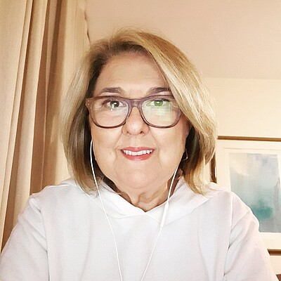 Profa. Ms. Lia Cristina Campos Pierson