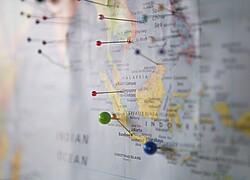 Mapa Mundi grampeado em uma parede