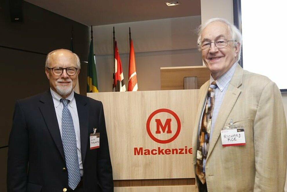 Walter Bardenwerper e Richard Roe.