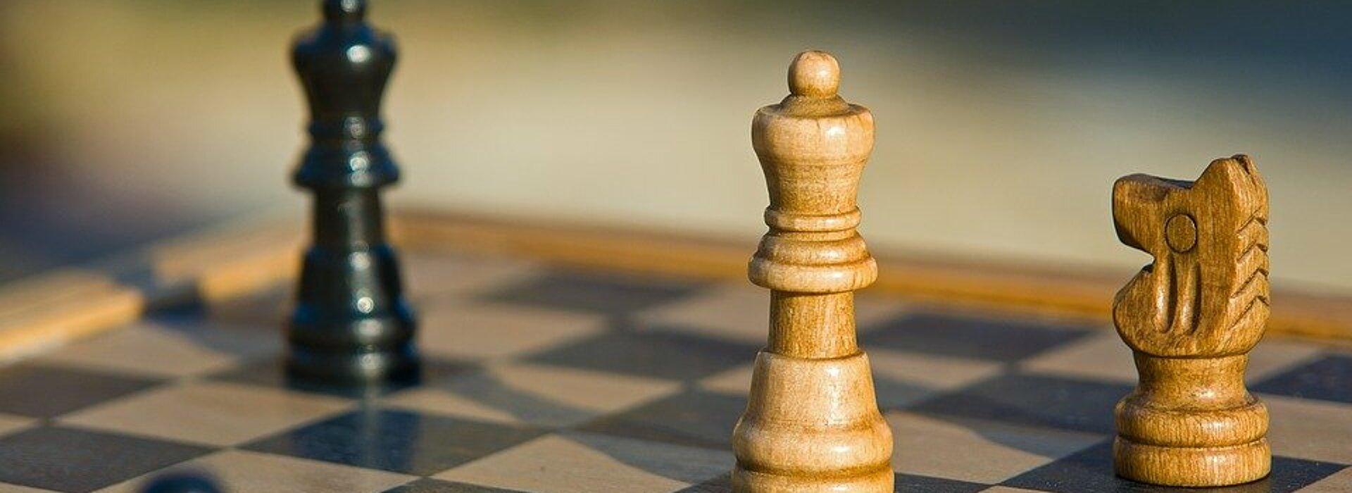 Tabuleiro de xadrez com suas peças.