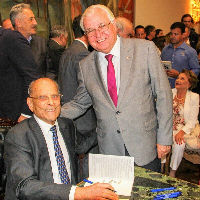 Ex-governador Paulo Pimentel (esq.) ao lado de Rogério Kampa