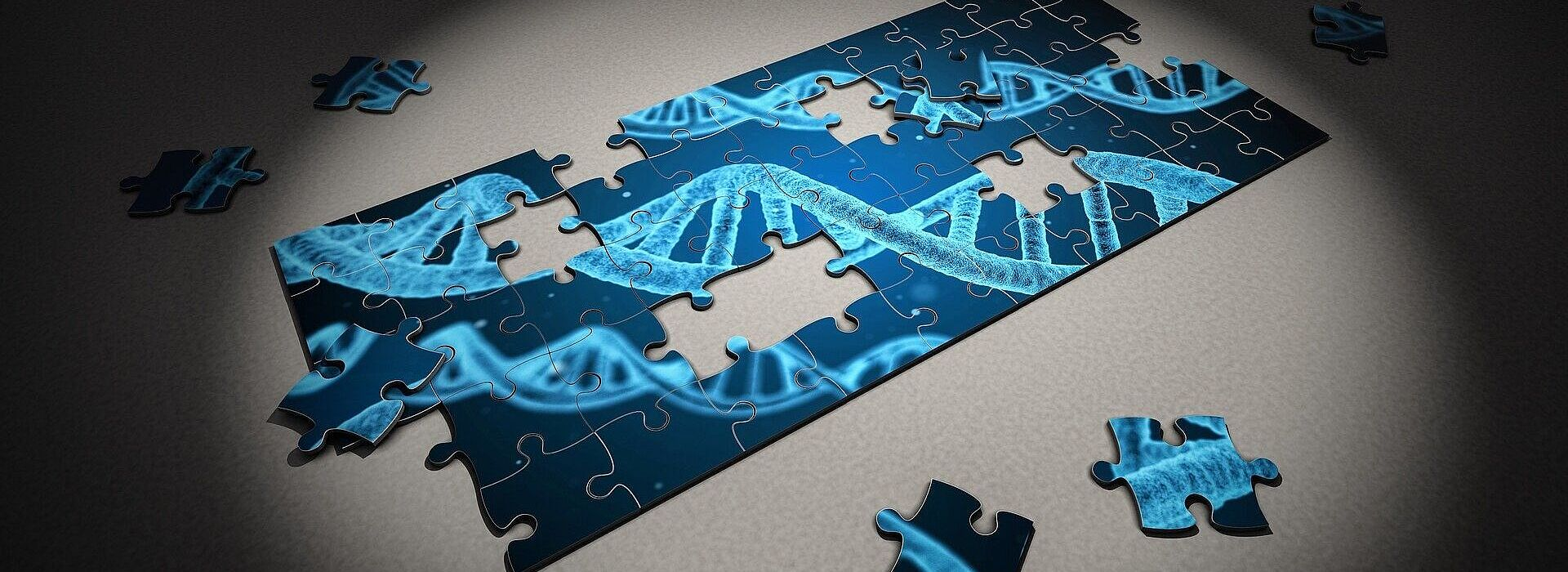 imagem de um quebra-cabeça semimontado com o desenho de um DNA em tons azuis