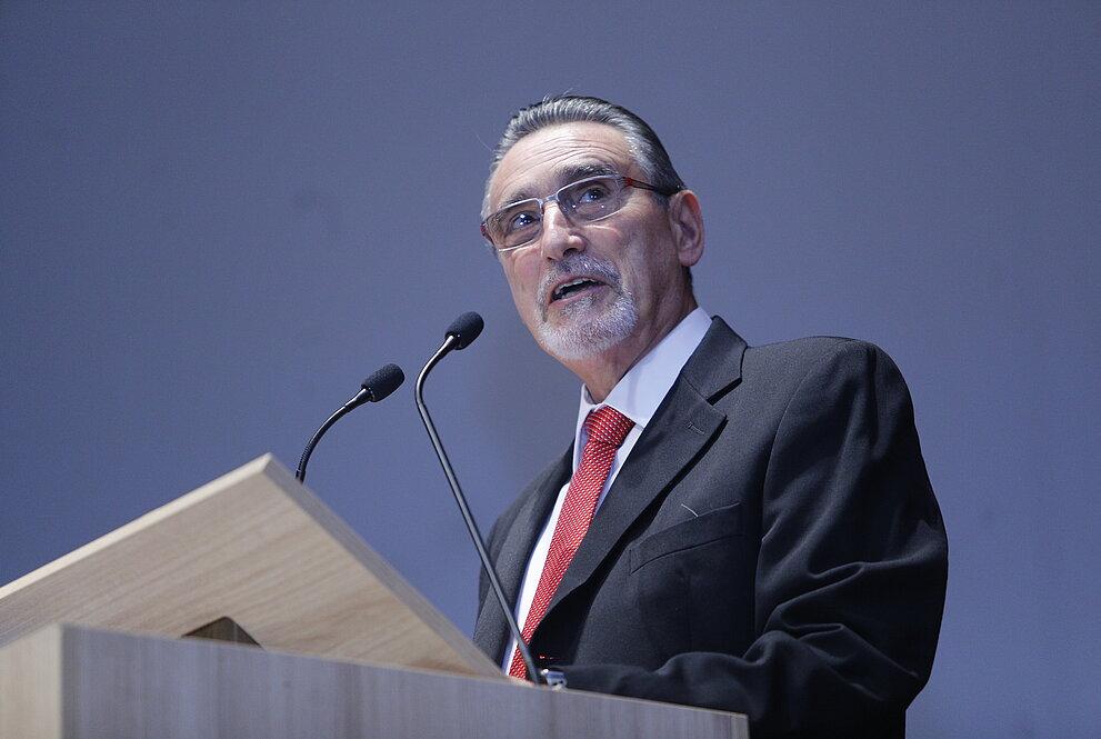 Sergio Lex, ao púlpito