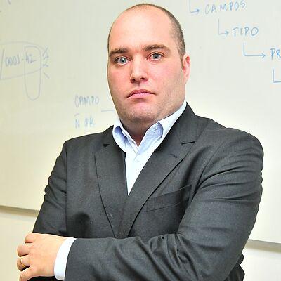 Prof. Dr. Clayton Vinicius Pegoraro de Araújo
